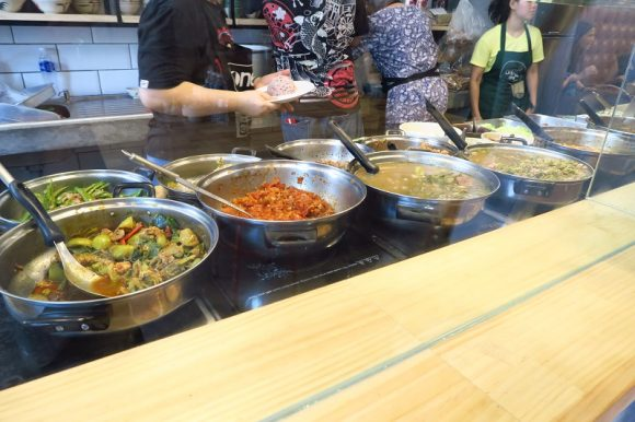 チェンマイ料理『หอมด่วน:Hom Duan』でカオソーイ