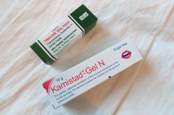 タイ・バンコクの薬局で口内炎の薬を買ってみた。