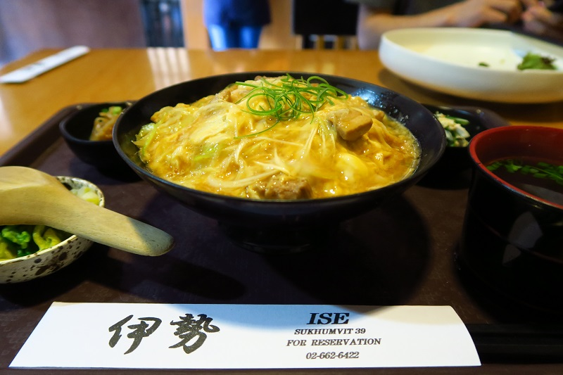 「伊勢」でランチ♡トロトロ親子丼と麻辣つけ麺がやみつきの美味しさ@プロンポン移転
