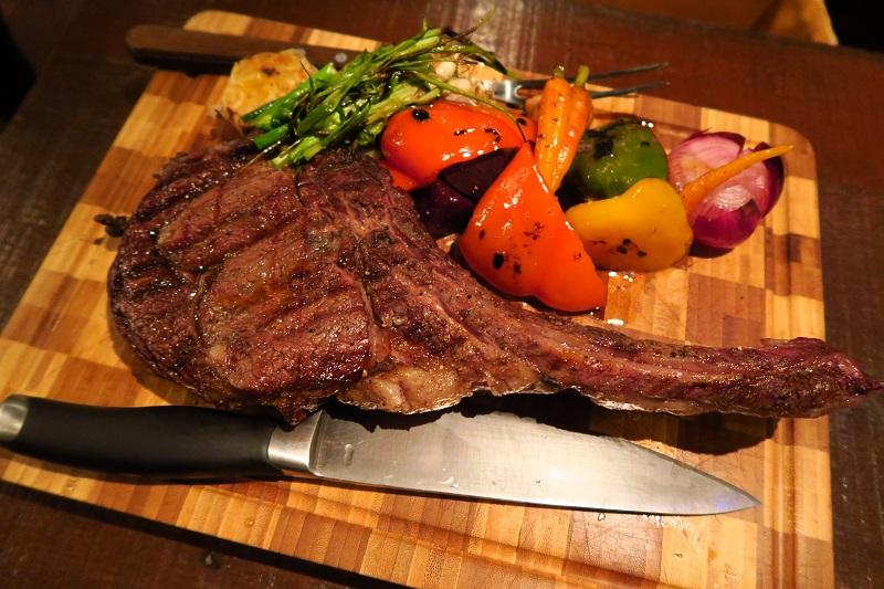 GAGGANプロデュース「Meatlicious」のトマホーク1kgで肉三昧@エカマイsoi6