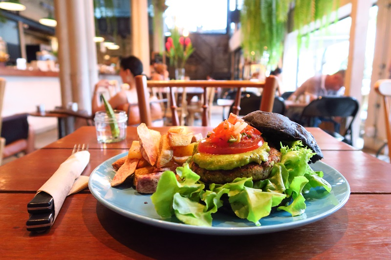 オーガニックのヴィーガンカフェ「Broccoli Revolution」はオシャレ空間@トンローsoi49