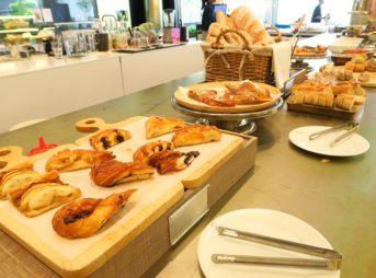 移転先のエリックカイザーで土日のパン食べ放題ランチブッフェが再開!@トンローsoi13