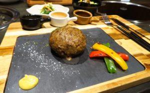 「黒牛の里」の知多牛の美味しいハンバーグがバンコクで食べれる@トンローsoi15