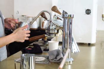 小上がりタイプのゆったりカフェ「Phak Cafe & Crafts」@soi51