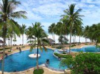 テラスから見える海とプールが素敵な『Katathani Phuket Beach Resort』のお部屋(PR)
