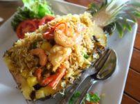 『Katathani Phuket Beach Resort』のビュッフェ形式の朝食と海沿いにあるレストランへ(PR)